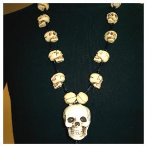 Halskette Knochenkopf